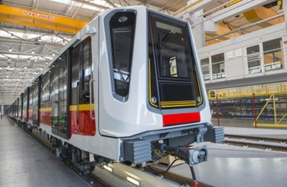 Wyprodukowane w NEWAGU Inspiro zaczęło wozić pasażerów I linii metra w Warszawie