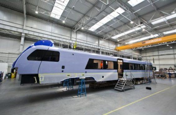 Konsorcjum Stadler-Newag montuje w Siedlcach pierwszy pojazd