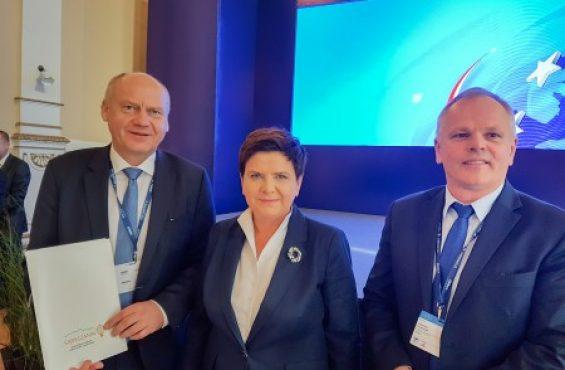 Premier Beata Szydło wraz z NEWAG S.A. wspiera najzdolniejszych — kolejne stypendia ufundowane.