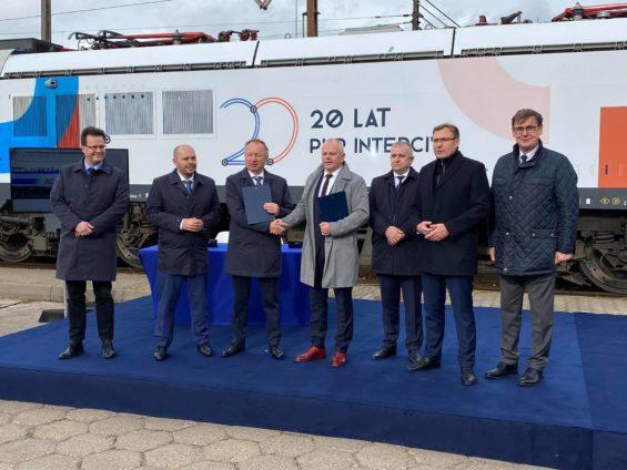 Umowa na dostawę pierwszych lokomotyw poruszających się 200km/h podpisana